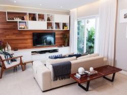 Residência Freguesia - Vista sala de estar e jardim lateral